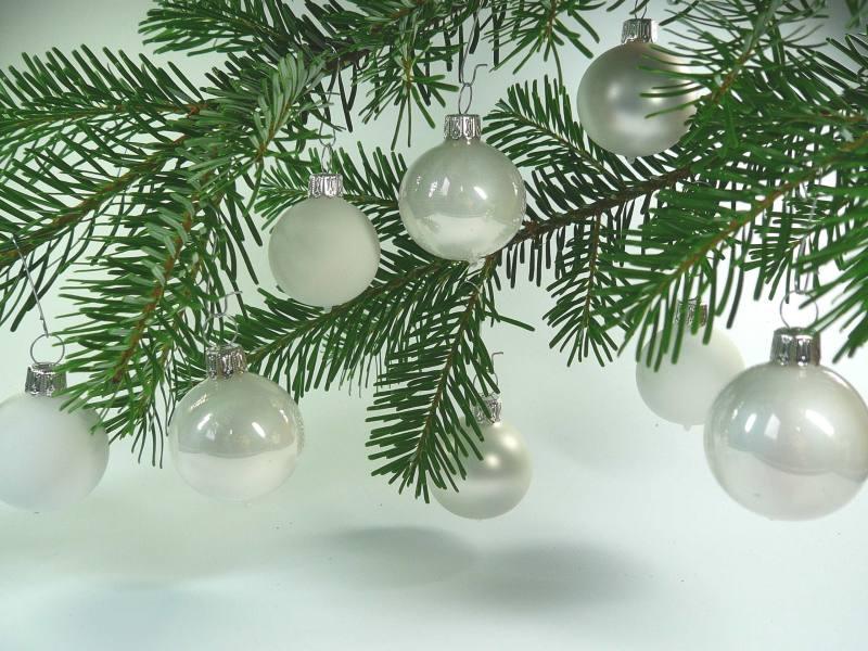 Christbaumkugeln Weiß 8cm.Mundgeblasene Christbaumkugeln Weiß Mix 8cm 1 Karton Mit 12 Kugeln